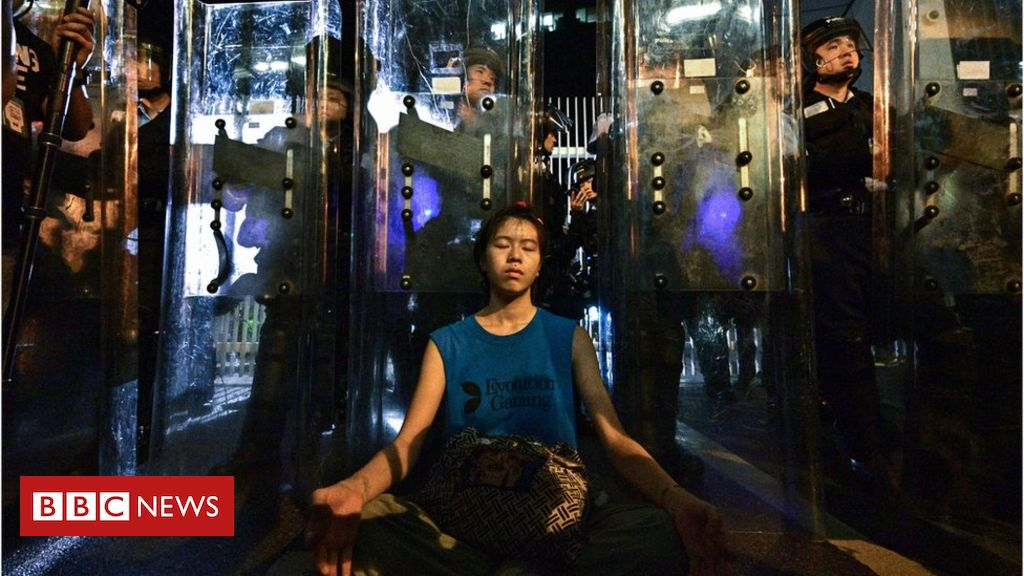 107342249 mediaitem107342246 - Hong Kong protests: Businesses set to strike as extradition changes debated