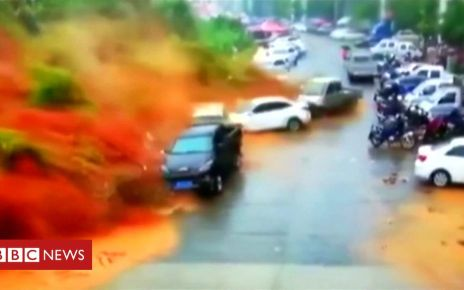 107377141 p07d4b3n - China floods cause a landslide in the Fujian province