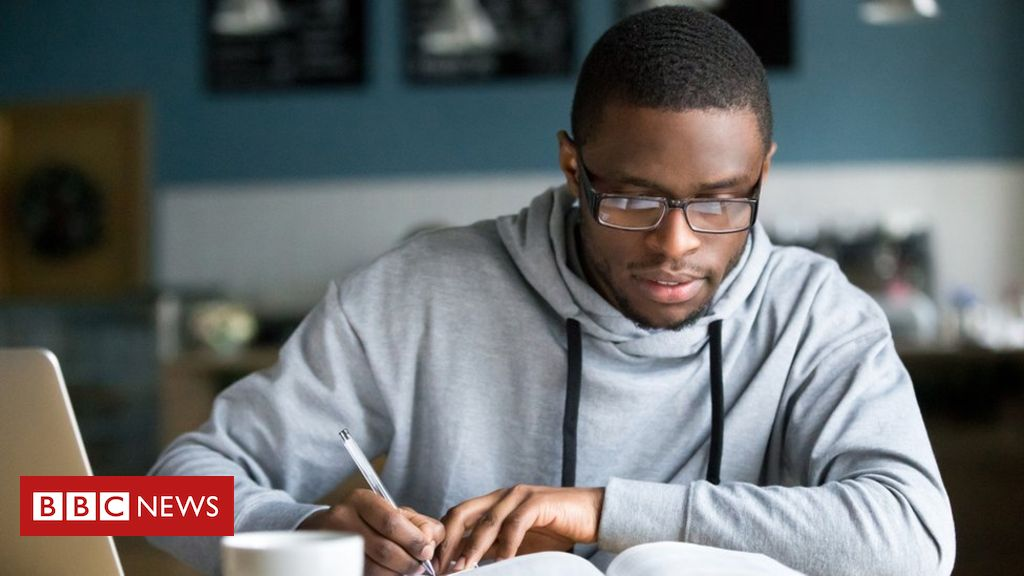 107820452 gettyimages 962315354 - England university applications hit record numbers
