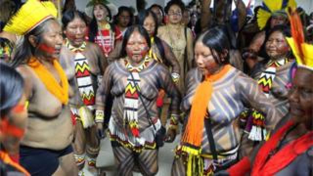 Indigenous women occupy the headquarters of the indigenous health department