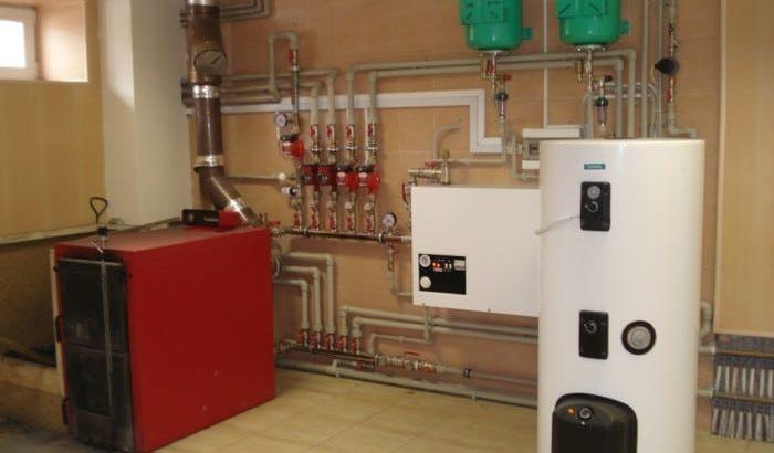 Какой котел отопления выбрать для частного дома: газовый или твердотопливный?