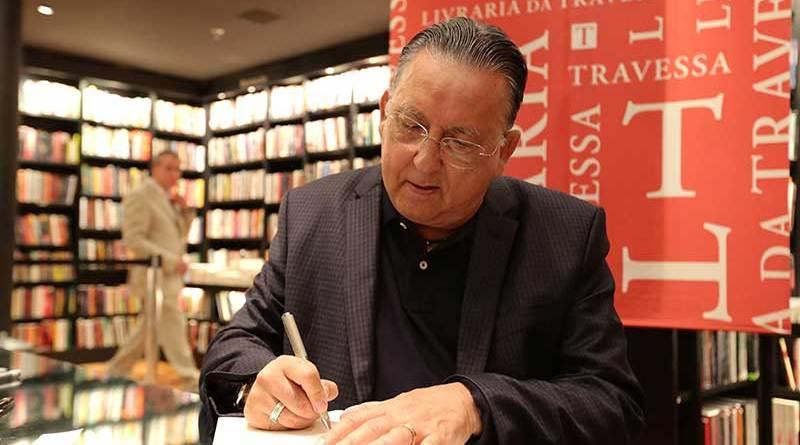 Galvão Bueno lança livro na Livraria da Travessa do RibeirãoShopping