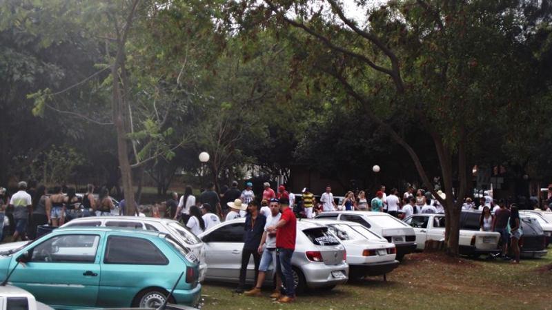 Evento reuniu em torno de 180 carros e centenas de pessoas