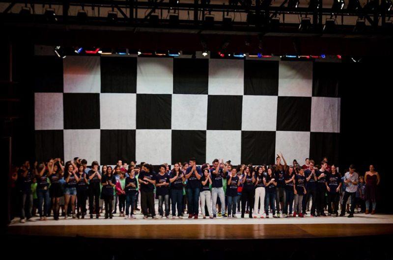 """Alunos do projeto """"Tocando e Encantando"""" se apresentam no Teatro Municipal de Ribeirão Preto"""