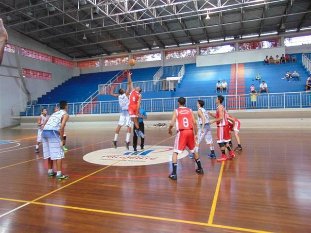 Equipe de Cravinhos saiu na frente do time do Taubaté na categoria Sub-16