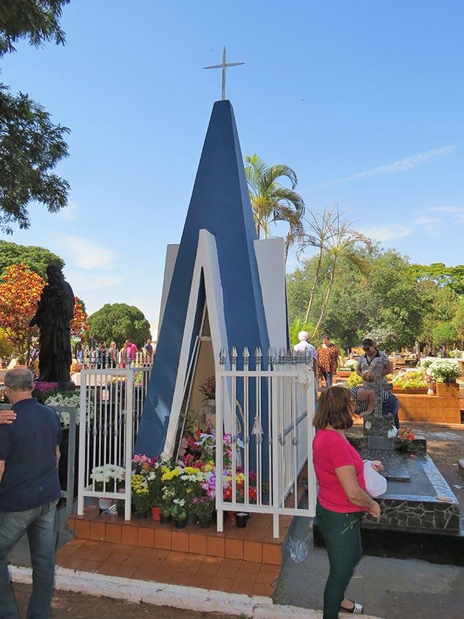 Em Cravinhos o túmulo mais visitado foi da Basília Machado