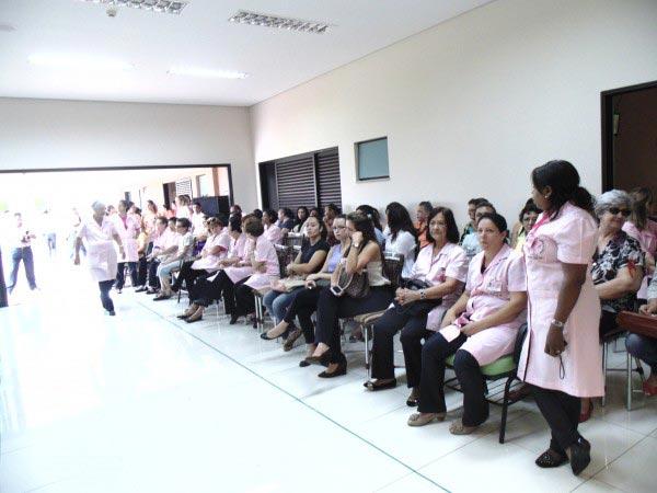 Voluntárias dedicam ao menos duas horas por semana para auxiliar familiares e pacientes que se utilizam do Hospital do Câncer de Barretos