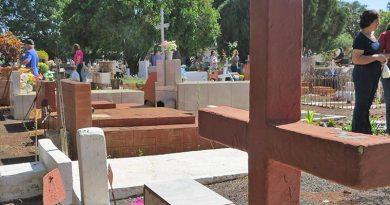 Milhares de pessoas percorrem os Cemitérios no Dia de Finados