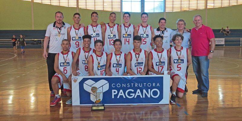 A equipe de Cravinhos foi campeã da Série Prata do Campeonato Paulista de Basquete Sub-16