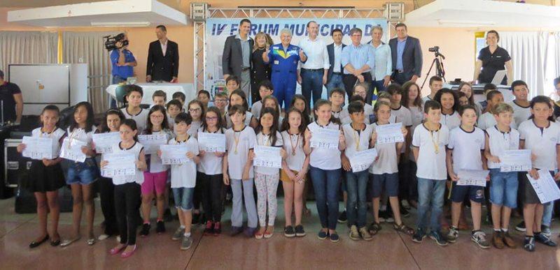 Estudantes classificados na Olimpíada Brasileira de Astronomia (OBA) receberam certificados e medalhas