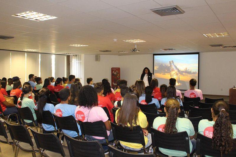Coletivo Jovem oferece capacitação e oportunidades de emprego