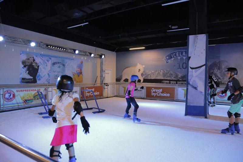 'Parque de Férias Solidário' e pista de patinação no gelo ficam no RibeirãoShopping até fevereiro