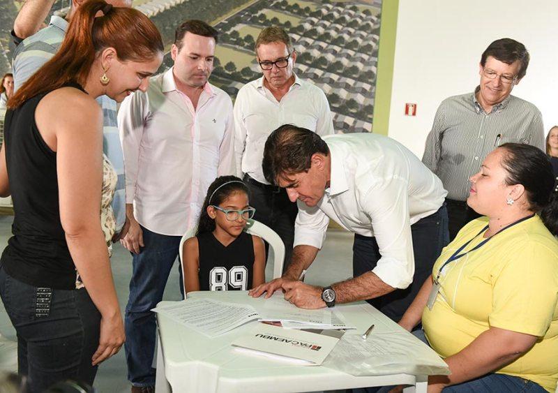 Mais 382 famílias assinam contrato da casa própria do Residencial Vida Nova Ribeirão