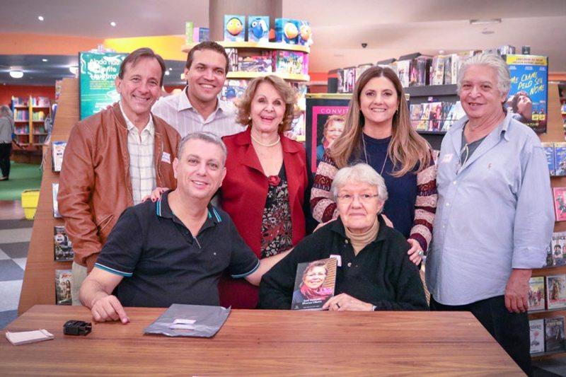 Livro 'Sueli Danhone, diversos olhares' é lançado em Ribeirão Preto
