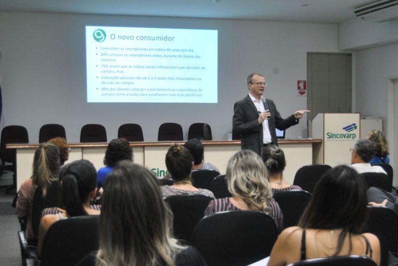 """SINCOVARP promove o curso """"Loja ideal vende mais no Natal"""""""