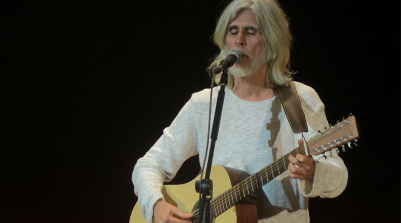 "Oswaldo Montenegro encanta público com ""Serenata"""