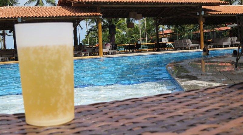 Férias, cerveja e piscina