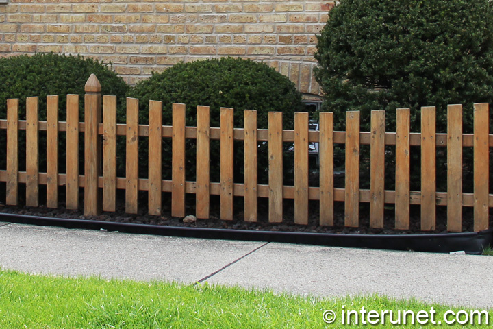 Simple Low Wood Fence Interunet