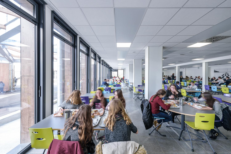 photographe d'architecture ©INTERVALphoto : CF Architectes, collège, Port Brillet (53)