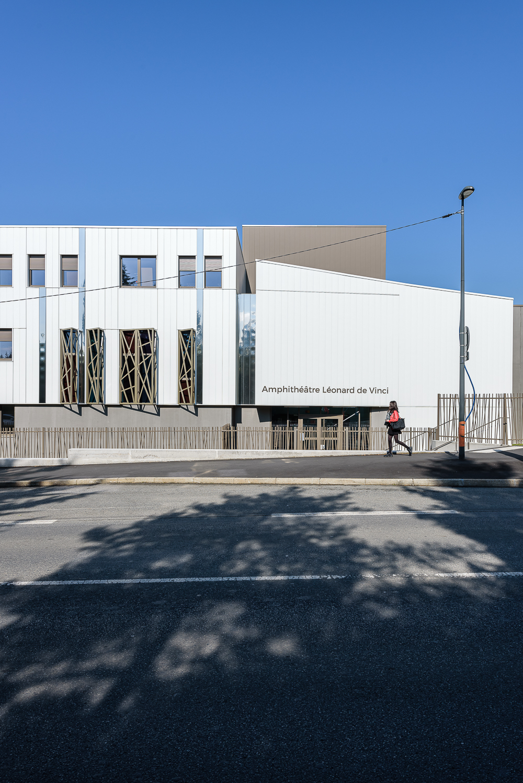 photographe d'architecture ©INTERVALphoto : Couasnon Et Launay architectes, passage couvert et espace pastoral, Lycée Ozanam, Cesson-Sévigné(35)