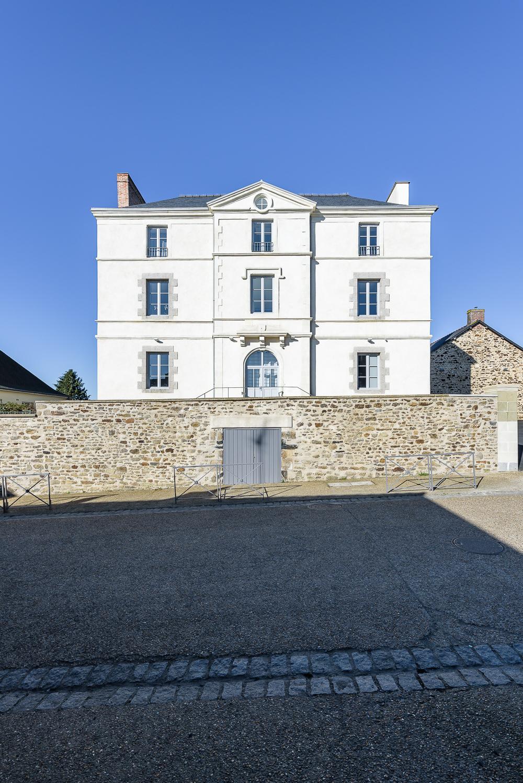 photographe d'architecture ©INTERVALphoto : Jaouen & Trévisan Architectes, réhabilitation, logements, Bais (35)