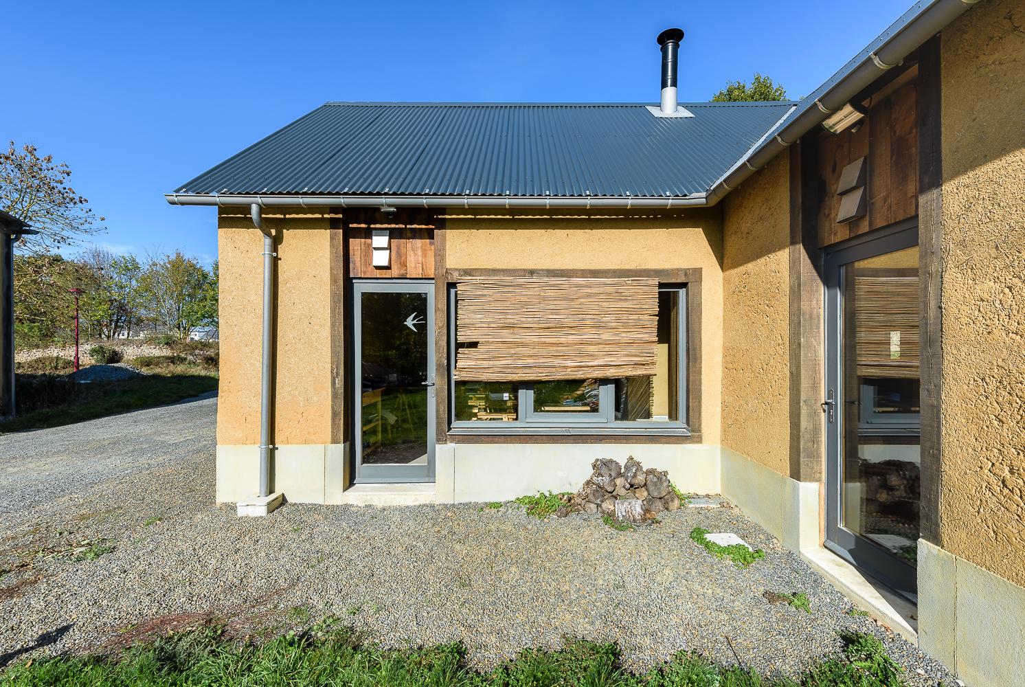 photographe d'architecture ©INTERVALphoto : Atelier ALP, pôle terre crue, Agence ALP, Saint Germain-sur-Ille