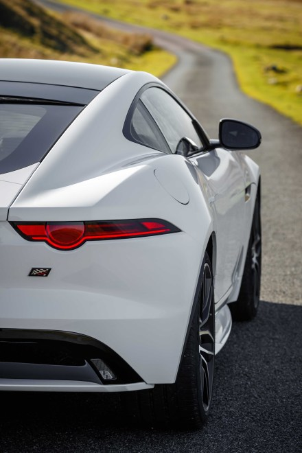 Jag_F-TYPE_20MY_Chequered_Flag_Image_291018_133