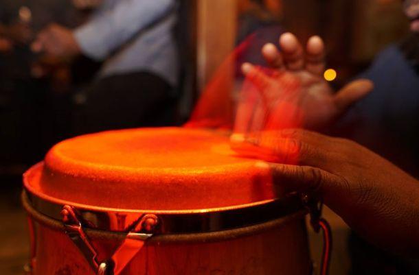 hand drumming at Bembe