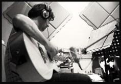 manu a la guitarra