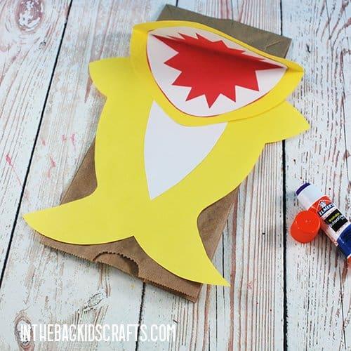 SHARK CRAFT FOR KIDS BABY SHARK PUPPETS STEP 2