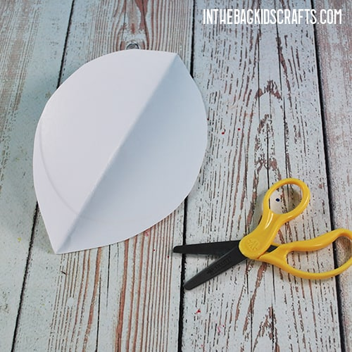 PAPER PLATE FOOTBALL CRAFT STEP 1