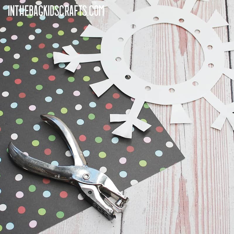PAPER SNOWFLAKE CRAFTS FOR KIDS STEP 2