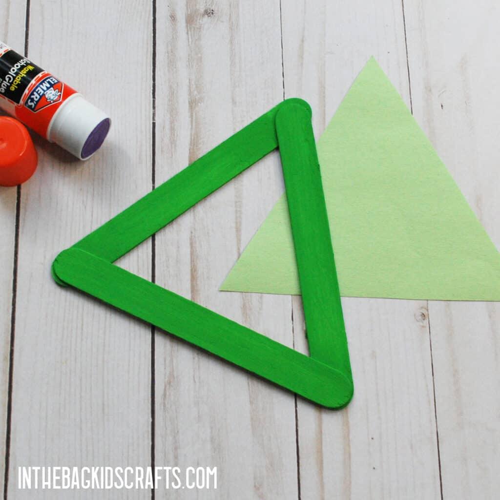MAKE A LIGHT GREEN TRIANGLE