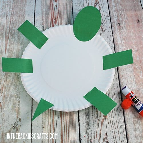 PAPER PLATE TURTLE CRAFT STEP 3