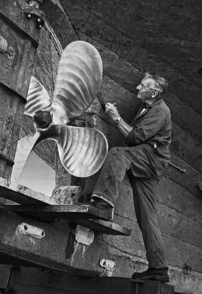 roger-shipwright-working-on-pz-425-470