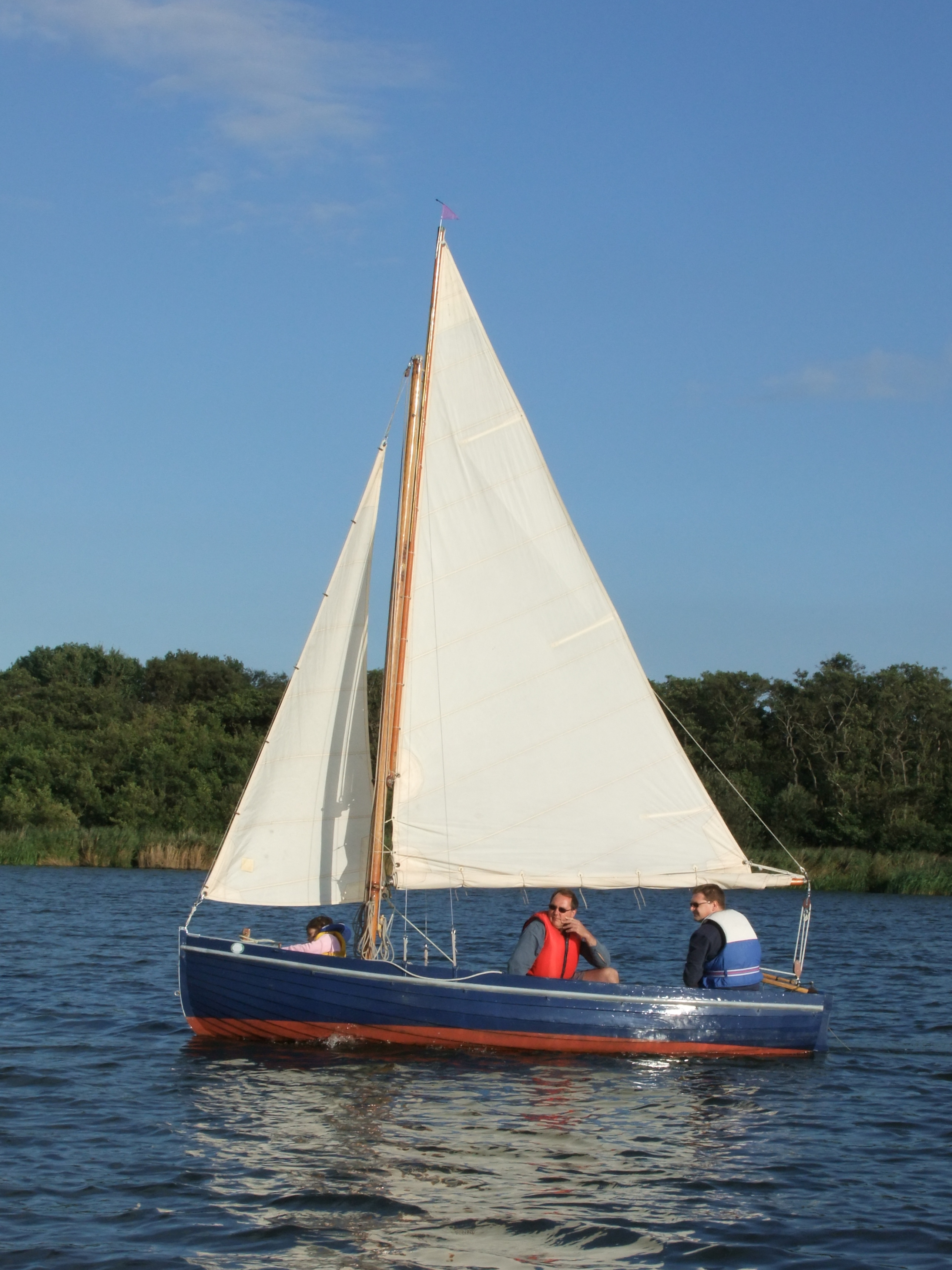 Old fashioned and classic sailing boats of the Norfolk Broads, autumn 2010 – intheboatshed.net