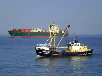 Fishing_vessel_and_container_ship