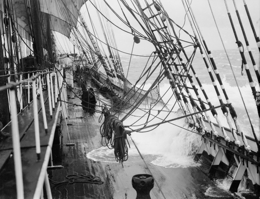 PARMA (Fi) 30.12 1902.4 masted barqueex ARROWRuben de ClouxN61451 (--) A 1932-1933 Under sail in heavy weather. View forwardalong the starboard side of the main deck. Life-linesand nets have been rigged and a sea is breakingover the rail aft.