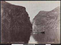8562_Parti_af_Geirangerfjorden,_Søndmør_-_no-nb_digifoto_20160404_00033_bldsa_L_KK0289