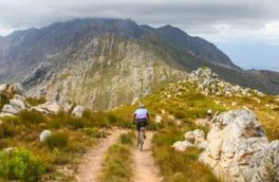 This years Du Toit Tankwa Trek will once again embrace the beautiful and challenging mountains and valleys of the Koue Bokkeveld region of the Western Cape. Photo credit: www.oakpics.com