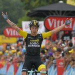 Tour de France: Roglič wins in Laruns as Thomas cements lead