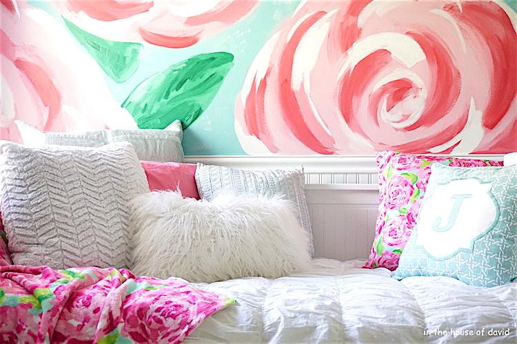 #lillypulitzer #lillypulitzerwall #accentwall #lillypulitzeraccentwall #paint #littlegirlroom #girls #girlmom #momlife #daughter #bedroom #bedroominspo #interiordecor