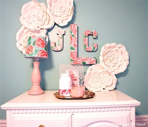 #lillypulitzer #diy #art #girlsbedroom #wallpaper #mural #accentwall #accentwalldiy #flowers #roses #paint