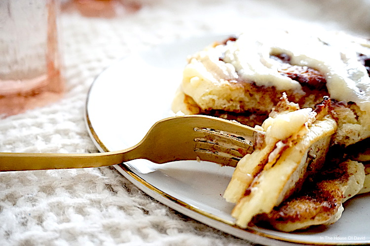#cinnamonrolls #cinnamonrollpancakes #breakfast #brunch #kids #momife #wifey #homemade #homemadebreakfast #foodinthehouseofdavid #food #foodie #hearthandhome #creamcheeseglaze #bestpancakes #bestbreakfast