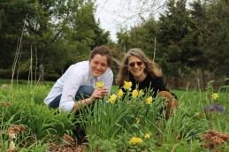 Irish Mountain – Peggy and Tatjana enjoying the garden