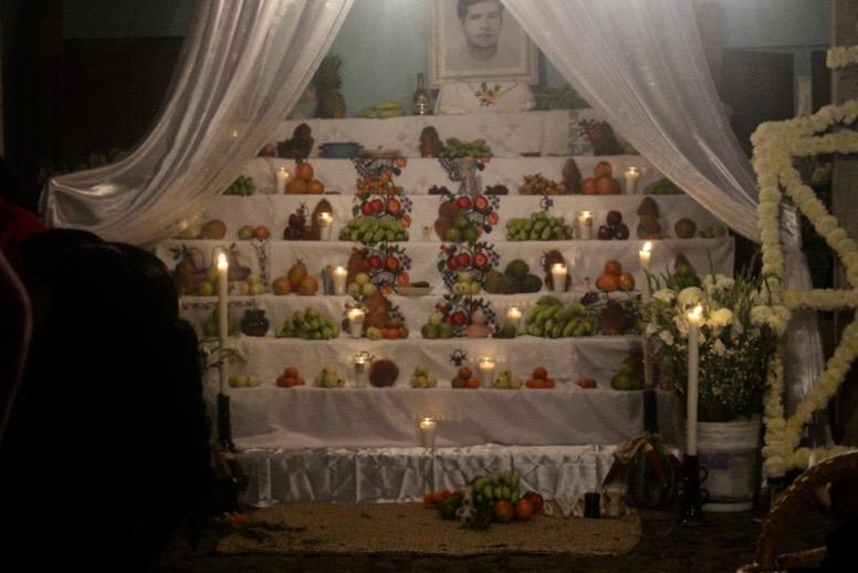 Altar zu Ehren des Verstorbenen