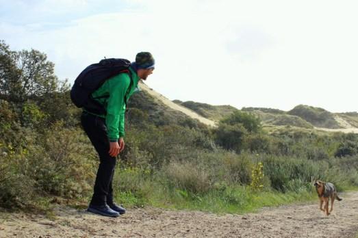 Wandern mit Kylo über die Sanddünen von De Panne