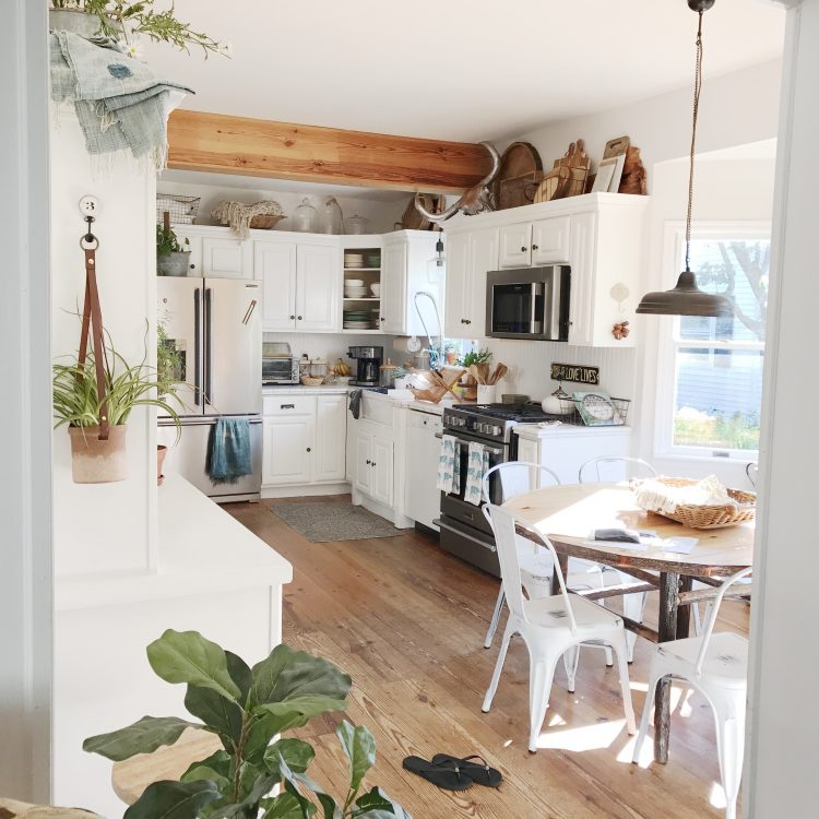 rustic farmhouse eat in kitchen