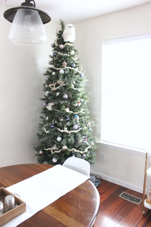 minimalist natural christmas tree decor