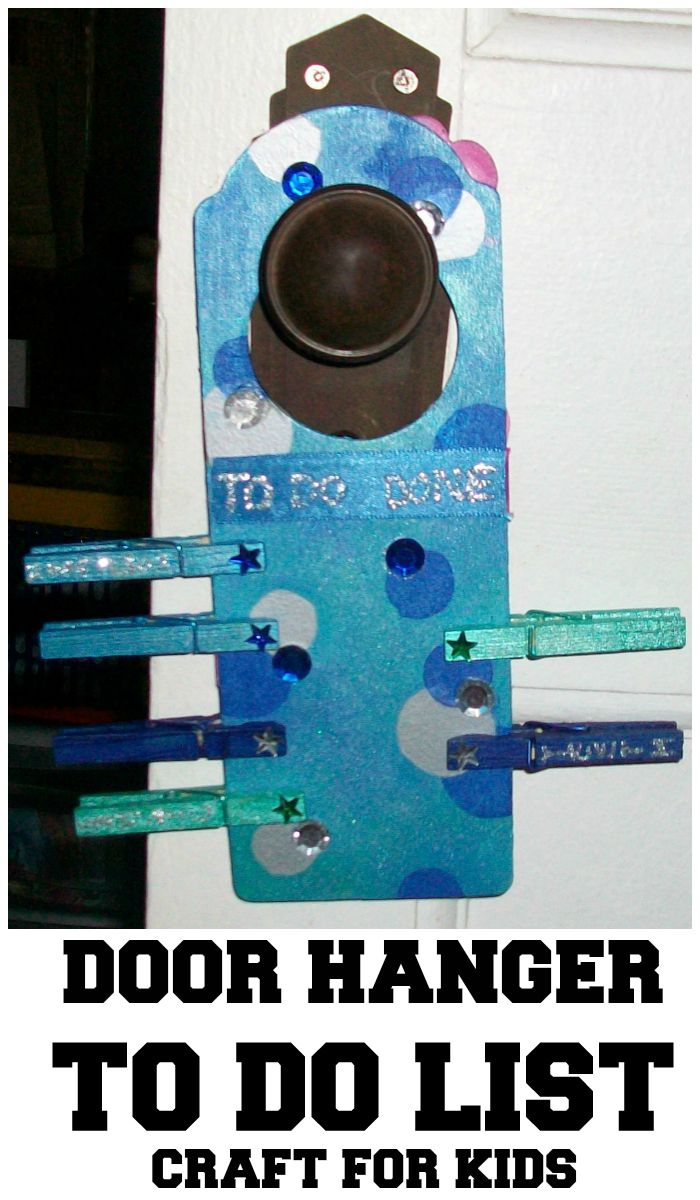DIY to do list door hanger made with wooden pegs. Helps kids to keep on track with the morning or bedtime routine, or chores